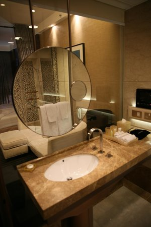 Harbour Grand Hong Kong : Bathroom Designer Layout . View towards Mirror/Bathrrom glass wall