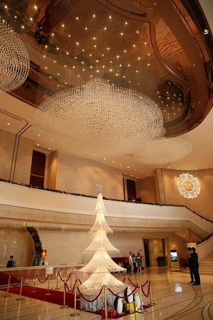 Harbour Grand Hong Kong : The Entrance Hall of Harbour Grand Hongkong
