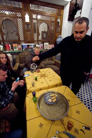 Dar Fes Medina: Having tea with the owner
