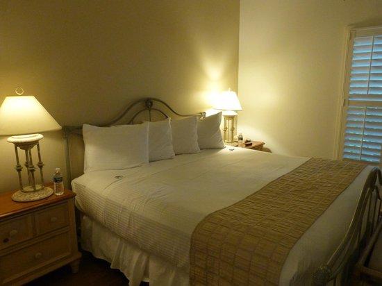 The Paradise Inn : Lit XXL : on peut presque y dormir  à 4 !