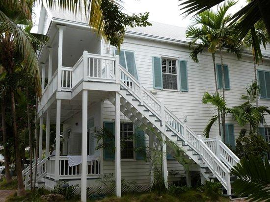The Paradise Inn : Notre appart au 1er : attention, escalier un peu étroit