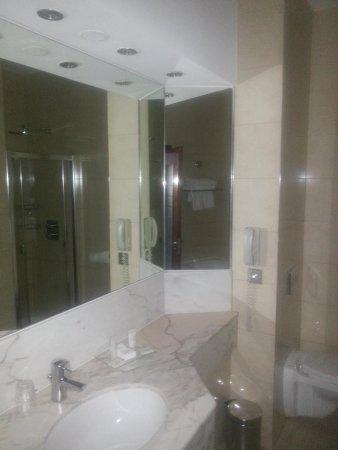 Rochestown Park Hotel: bathroom