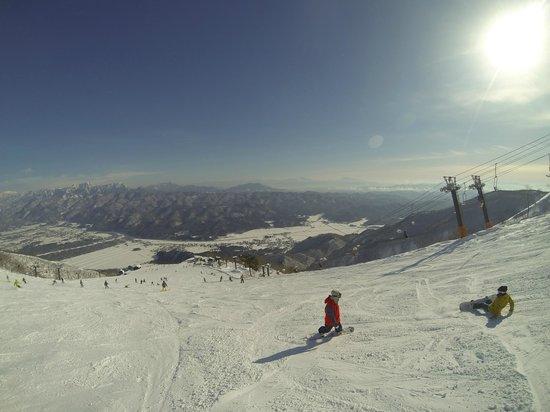 Alpine wind: 5 minute shuttle to multiple resorts!
