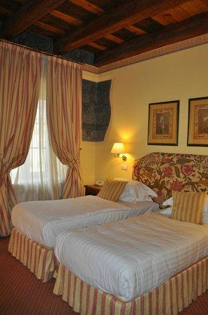 Narutis Hotel: Room