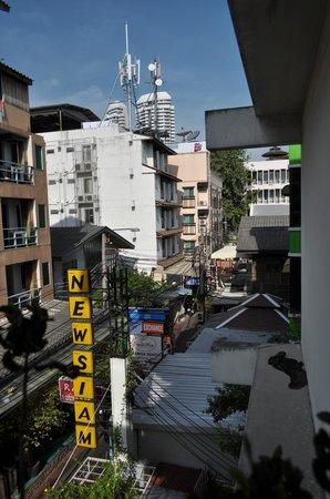 New Siam Guest House I: Vue du balcon - couloir