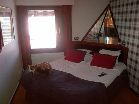 BEST WESTERN Hotell Hudik: Puppy-dogs, narrow room