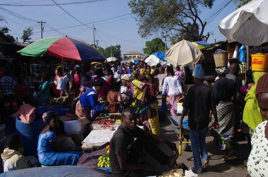 Sunset Beach Hotel: Serrekunda market