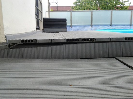 AC Hotel Ciudad de Sevilla: Piscine roof de l'AC Cuidad seville. ....Quelques petits travaux seraient les bienvenus