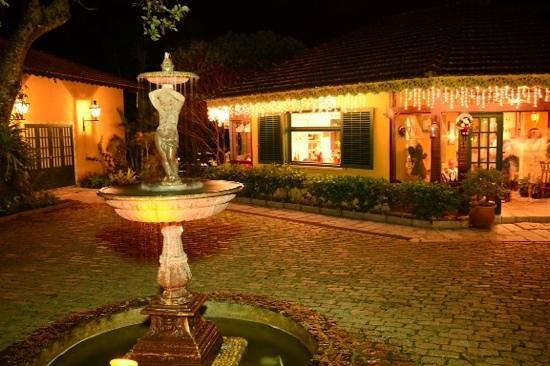 Urikana Boutique Hotel: Em frente ao restaurante