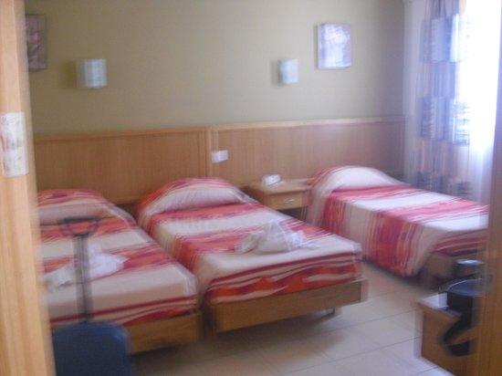 Bella Vista Hotel: stanza foto 2 (letti uniti appena lo abbiamo chiesto)