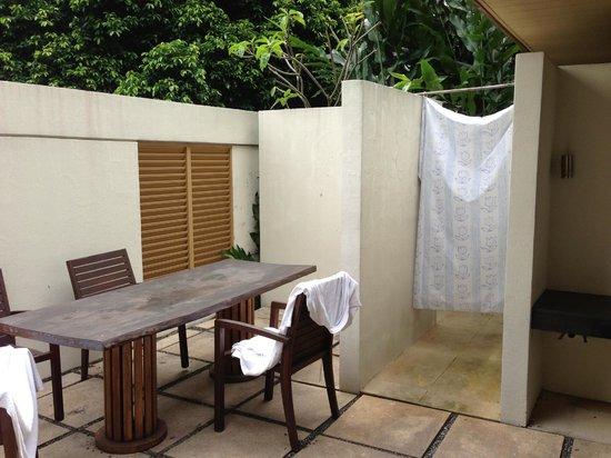 Amara Sanctuary Resort Sentosa: separation salle bain ch2 piscine villa 9