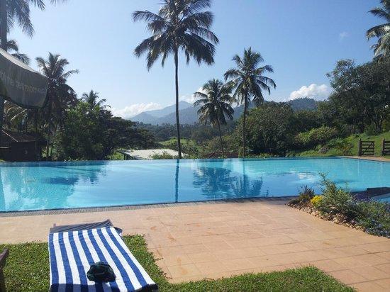 Victoria Golf & Country Resort: Resort pool.