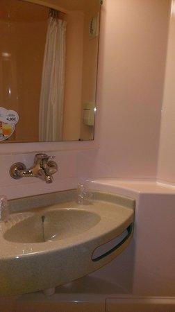 P'tit Dej-Hotel Saintes Recouvrance: minibaño