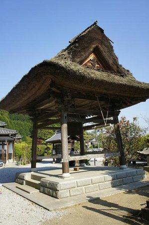 Butsumokuji Temple: 茅葺の鐘楼堂