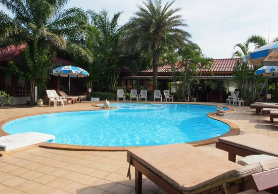 Ban Krut Resort: The pool