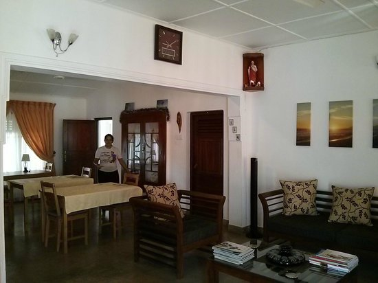 Dion's Guest House: Dinning room
