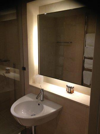 Design Hotel Josef Prague : Plenty towels and nice toiletries