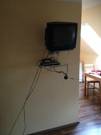 Pension - Hostel Siddiqi: Fernseher in Zimmer 203