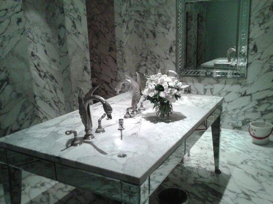 Faena Hotel Buenos Aires: Lavabo social simplesmente lindo!