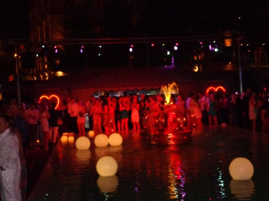 Faena Hotel Buenos Aires: Reveillon na piscina