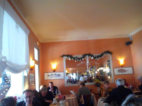 Hôtel Restaurant de la Tour: déco à refaire en urgence...rien n'a changé depuis 30 ans !!