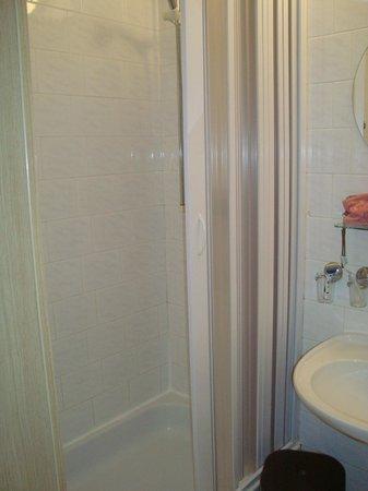 Hotel Olympik Tristar: Salle de bain