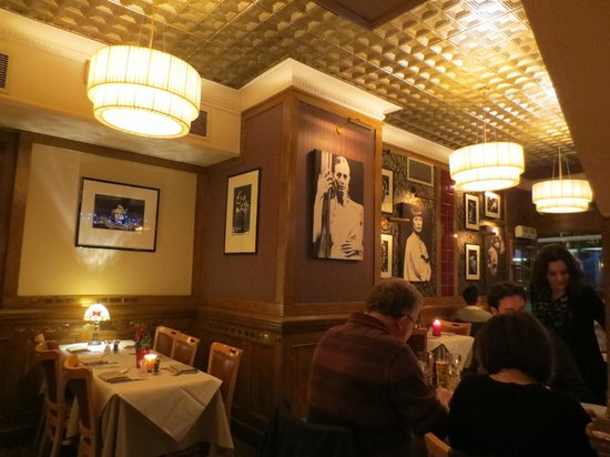 PJ's Bar & Grill - Covent Garden : Relaxed Theatrical Decor