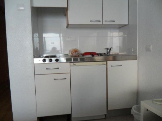 Apartamentos Pil-lari Playa: Self-catering amenities.