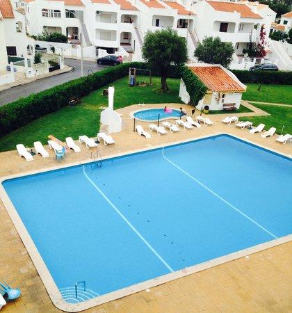 Silchoro Apartments: Pool area