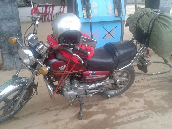 Hue Riders : Our motorbike with our luggage strapped to the back