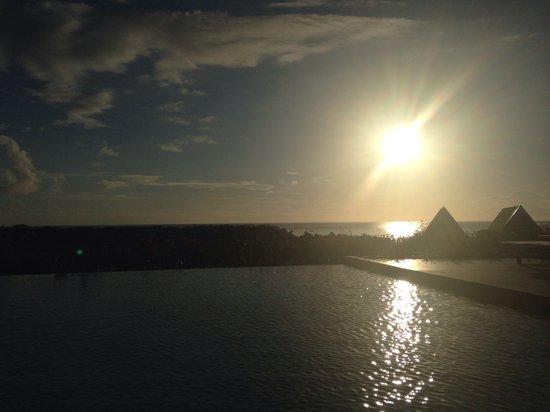 InterContinental Fiji Golf Resort & Spa: Sunset from club lounge