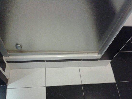 Van der Valk Hotel Leiden: Badezimmer Sparzimmer Souterrain