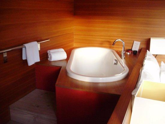 Seehotel Grundlsee: Badewanne im Zimmer