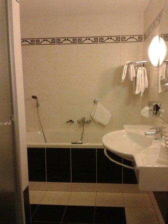 Van der Valk Hotel Leiden: Badezimmer Souterrain