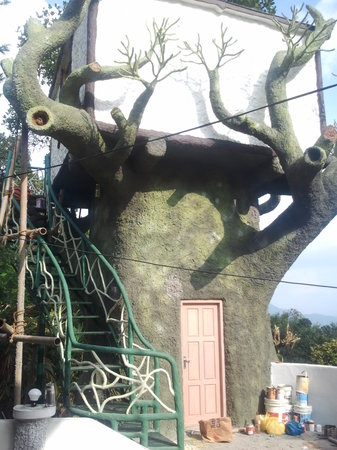Estate Residency: TREE HOUSE