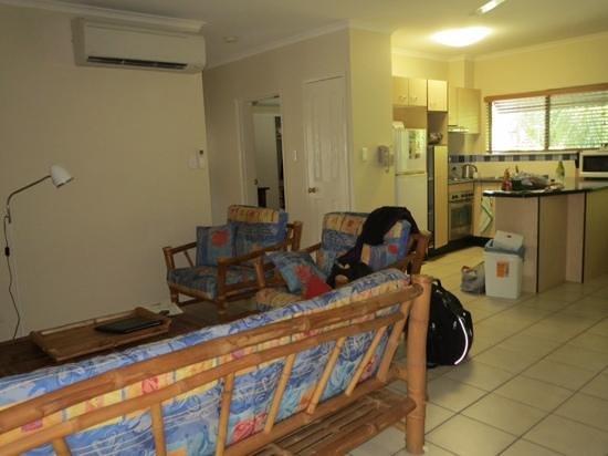 Bay Villas Resort: living room and kitchen