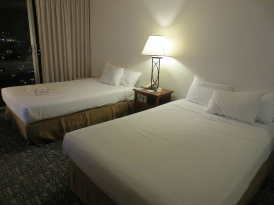 Alohilani Resort Waikiki Beach : would prefer king to  queen size beds
