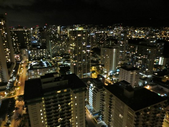 Alohilani Resort Waikiki Beach : night view