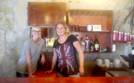 Alegria Cafe Lounge: Claudia and her sister (two owners)