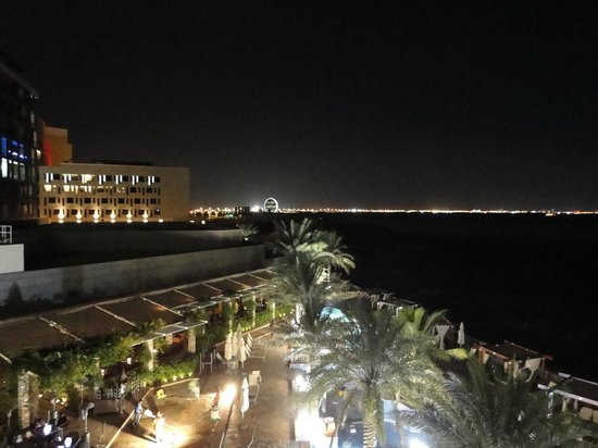 Radisson Blu Hotel, Abu Dhabi Yas Island: Night view from room