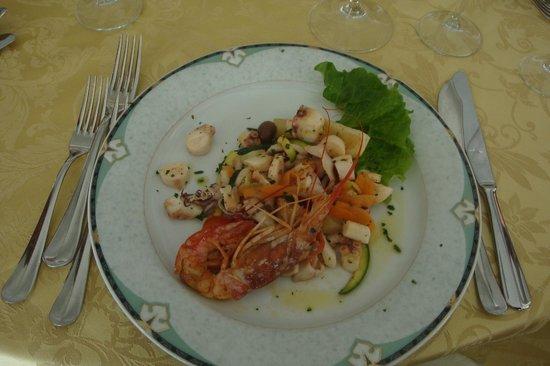 Vittorio al Mare: Insalata di mare tiepida