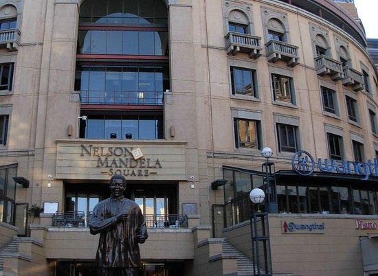 Wangthai Restaurant : Wangthai overlooks Nelson Mandela Square