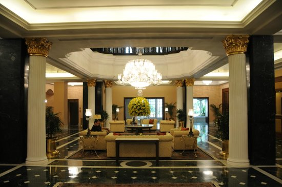 The Oberoi Grand: Lobby