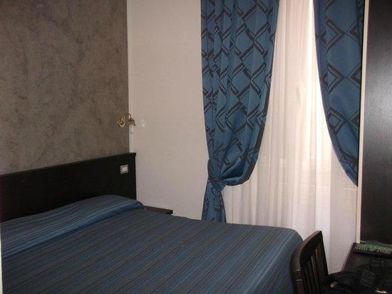 Clarin Hotel : Camera matrimoniale