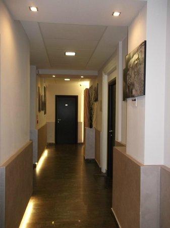Clarin Hotel: Corridoio