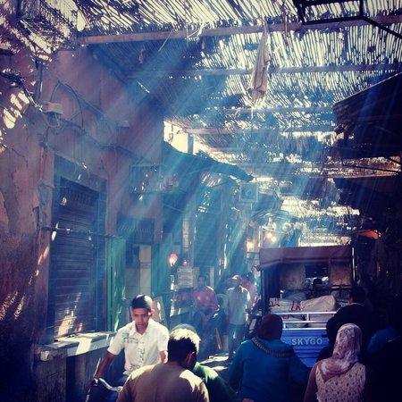 Riad Coram: Street view nearby the riad
