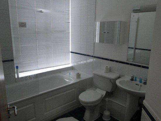 Citadines St Mark's-Islington London : salle de bain de la chambre