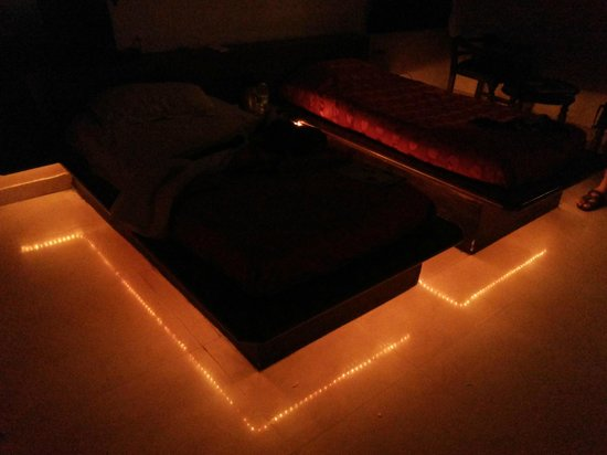 Hotel Mayaa Mansion: Room with Illuminated beautiful LED Lights