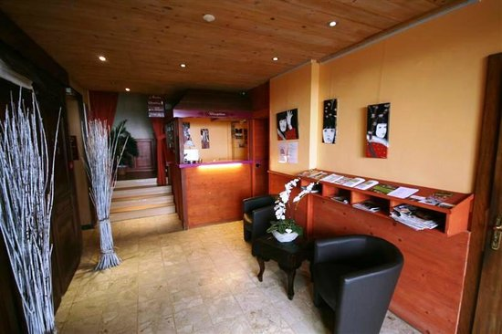 Le Bois Joli: Hotel Enterance