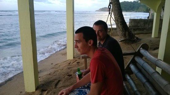 Rainbow Beach Bar Restaurant : The restaurant is on the beach with great views